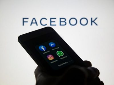 Facebook Apps on Smartphone