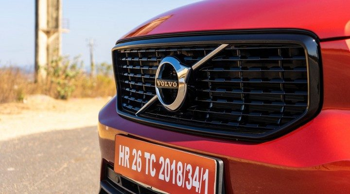 Volvo XC40 front grill