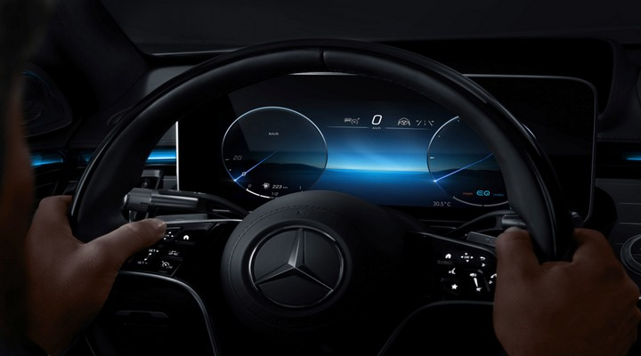 Mercedes-Benz M Bux Digital Meter- Exhibit Tech Magazine