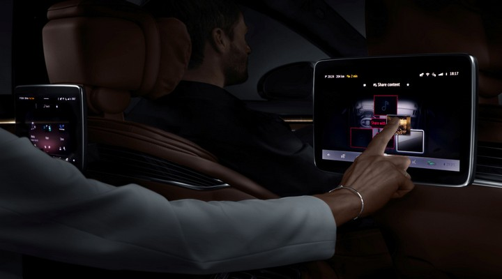 Mercedes-Benz M Bux Digital - Exhibit Tech Magazine